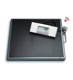 Весы медицинские специальные с выносным дисплеем и большой платформой seca 634